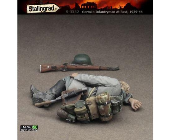 Склеиваемые модели  Stalingrad S-3532 Немецкий пехотинец на привале tm01561 купить в твоимодели.рф