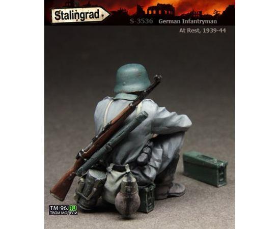 Склеиваемые модели  Stalingrad S-3536 Немецкий пехотинец на привале tm01565 купить в твоимодели.рф